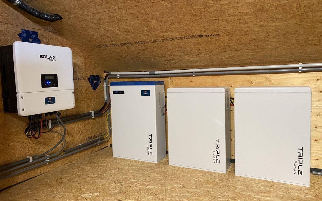 Installatie van 3 thuisbatterijen en noodstroom in Ieper